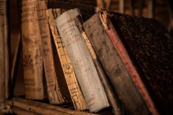 old-books-436498_640-pixabay-com_-600x399